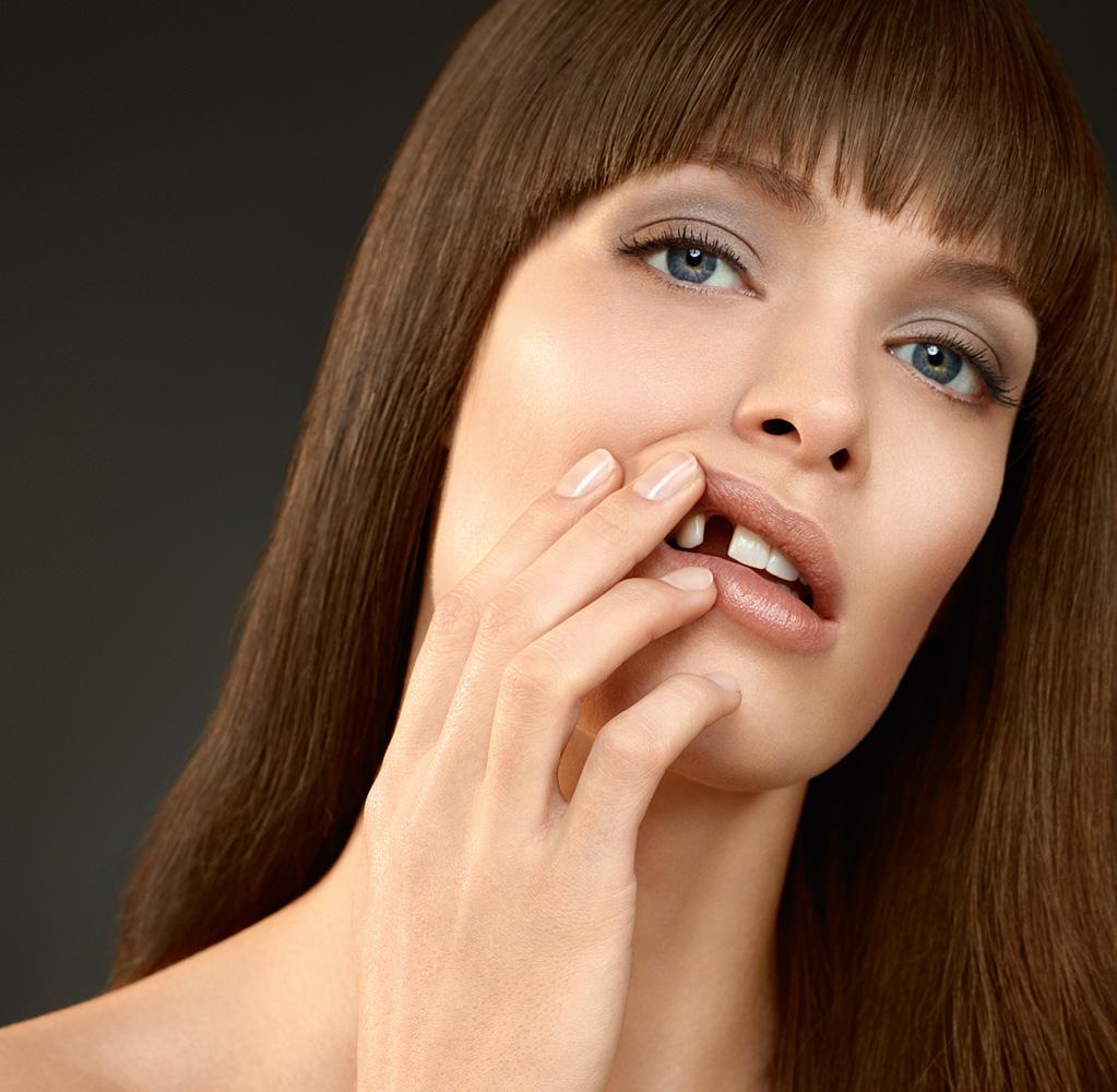 Elise-Dumontet-Corsodyl-toothless-crop